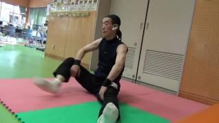 ダンスにしろ武術にしろ体が硬くては応用が効かないので、 時々トレーニングを工夫している。日々忘年、日々不忘学(鍛)。