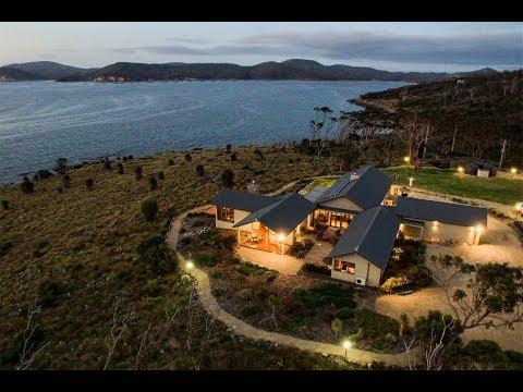 The Iconic Sea Wedge Estate in White Beach,Tasmania, Australia