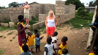 Volunteer to Change Jovinnew School Kokrobite Ghana children singing.