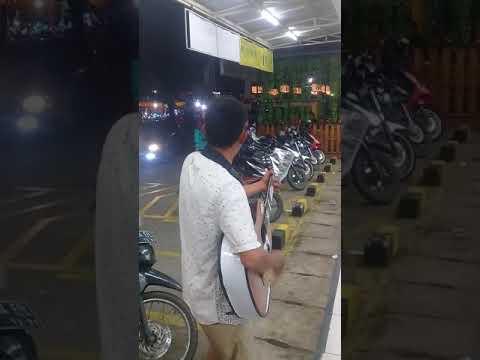 Pengamen Jalanan Cover Lagu Opick Rapuh Suara Merdu