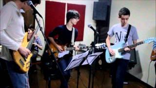 Banda Fusca Azul toca Beatles