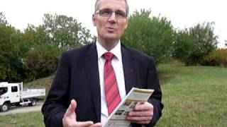 Pascal Blanc, maire-adjoint de Bourges, donne les objectifs du guide sur les jardins de ...