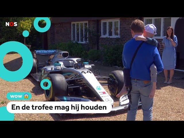 Lewis Hamilton brengt race-auto naar ziek jongetje