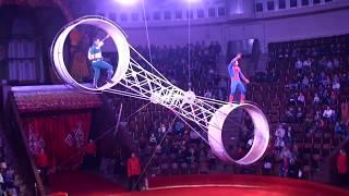 Circus. Wheel of death. Extreme acrobatics. Цирк. Колесо смерти.
