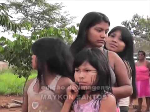Menina india nua