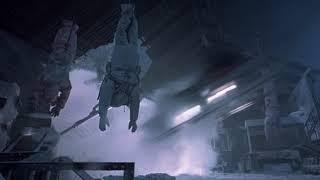 «Чужой против Хищника» Хищник взрывает пирамиду.
