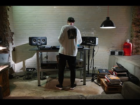 Building a track in realtime with NGHT DRPS | Native Instruments