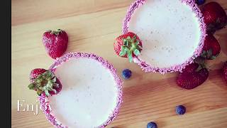 Simple recipe for strawberry smoothie. Super delicious