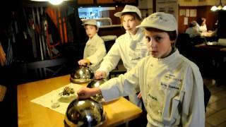 Europa-Miniköche Spalt lernen Clouchen-Service