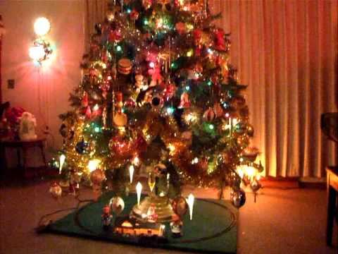 ho scale model train under revolving christmas tree youtube - Train For Around Christmas Tree