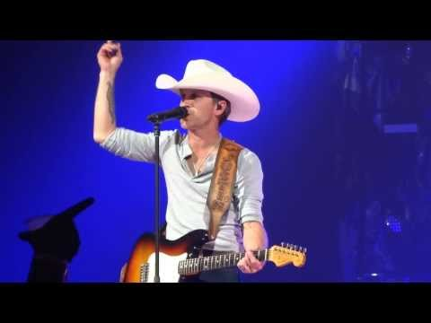 Justin Moore Lettin' the Night Roll 11-15-13