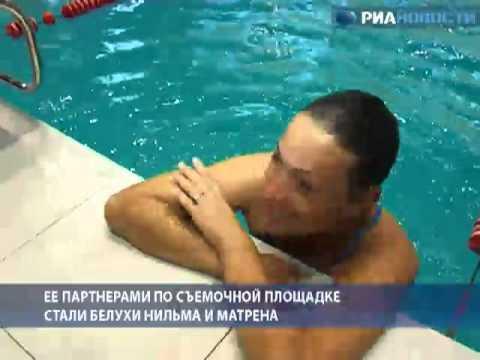 голі дівчата жінки деви баби купаються на озері фото