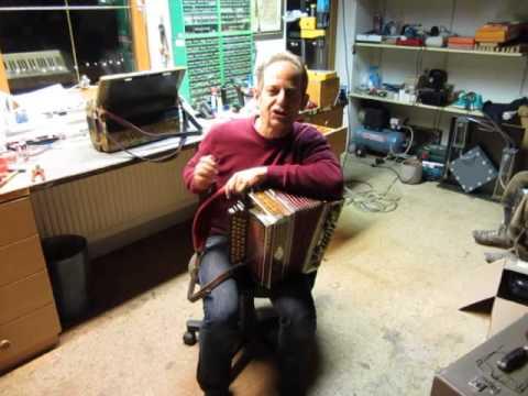 Steirische Harmonika Turboreini bei Herbst Hans selbstspielende Harmonika