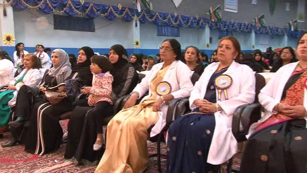 Zahraa Quran Recitation on KG DAY-2016 @ IIS DAMMAM - YouTube
