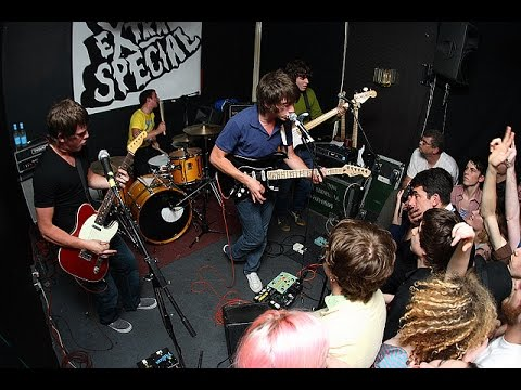 Arctic Monkeys   When the sun goes down Live 2006