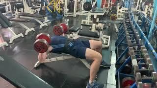 Жим гантелей лёжа по 45 кг на 3 раза