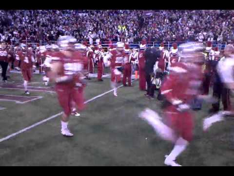 Here Come The Cougs! WSU Takes The Field For Apple Cup