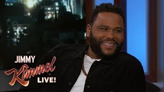 Anthony Anderson's Mom is Still Hanging Out with His Stalker