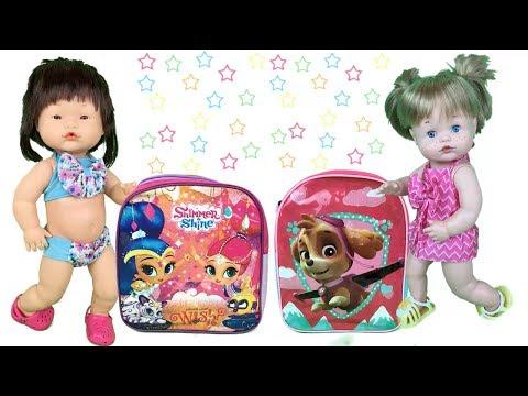 Muñecas bebes nenuco Pili y Mili estrenan nuevas mochilas y nuevos accesorios para la piscina