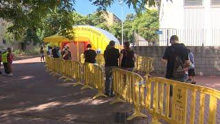 Colas para hacerse las pruebas PCR en Sabadell