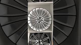 видео Белые литые диски и черные литые диски
