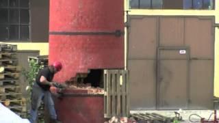 Wyburzenie komina w Pyzdrach