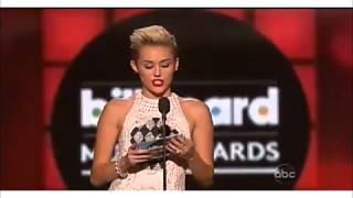 """Miley Cyrus entrega premio """"Top Male"""" para Justin Bieber Billboards 2013"""