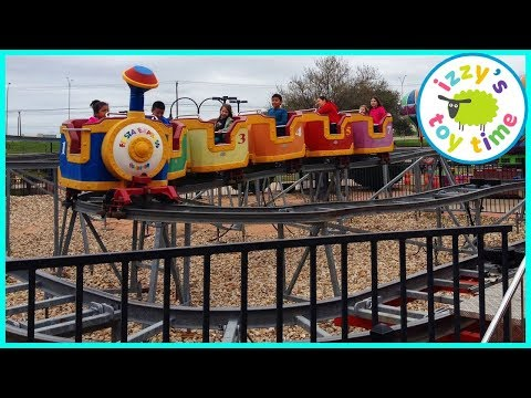 Izzy's Toy Time Visits Parks N' Pizza In Austin! Fun Family Trip With Indoor Play Place!