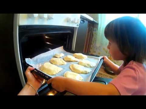 Готовим с Софией пирожки с вареной колбасой