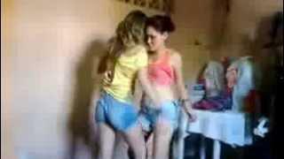 Mulher com Mulher  Dançando Reggae ...