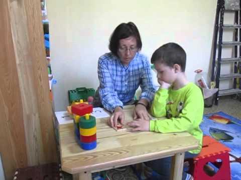 Занятие за столом с мальчиком с аутистизмом. 6 лет.