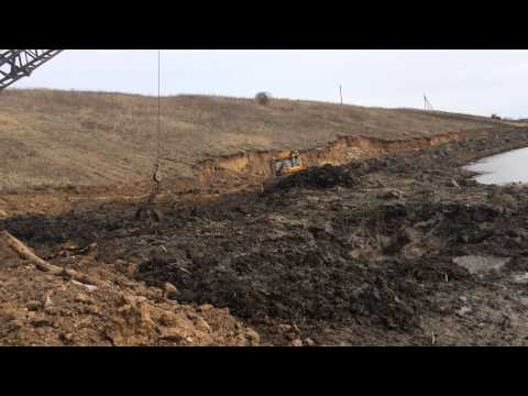 Драглайн ЭО-4112 и болотный бульдозер очищают пруд в Калуге