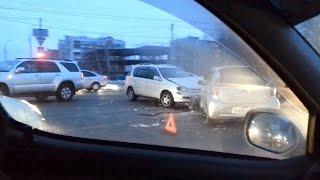 Авария на перекрестке с участием Тойота Ипсум и Тойота Пассо