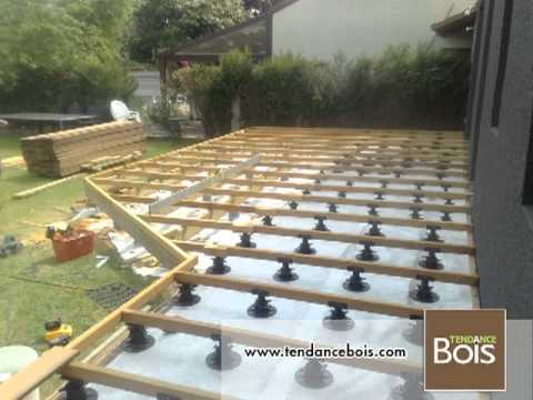 Pose de terrasses avec plots b tons youtube - Terrasse en bois sur pelouse ...