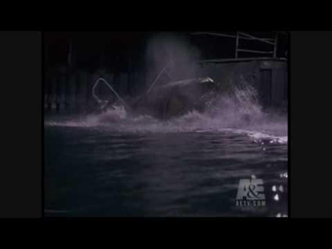 Porsche 928 Sinking in Lake