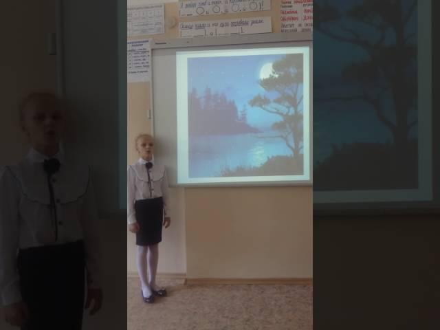 Изображение предпросмотра прочтения – ЮлианаВащенко читает произведение «Высоко полный месяц стоит...» И.А.Бунина