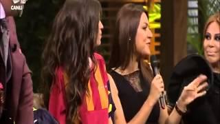Yolanthe Cabau Beyaz Show'da Tercümanlığını Eser TöZüM'ün Beyaz Show