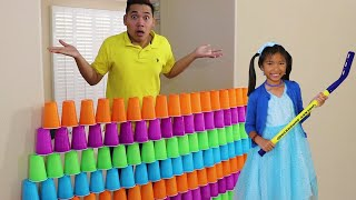 Wendy Pretend Play | Reto de Apilar Vasos Gigantes | Kids Giant Cup Stacking