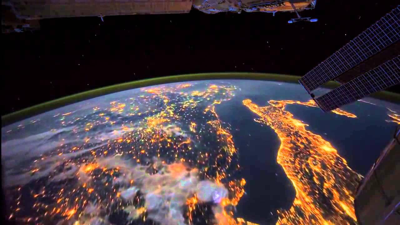 Impresionante vista de la tierra presenciado desde el for Espacio exterior 4k