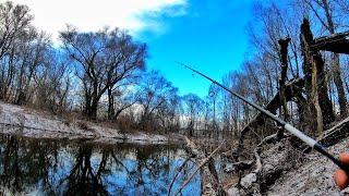 Весенний спиннинг Ловля ЩУКИ на малой реке ранней весной Пассивная щука на спиннинг в Марте