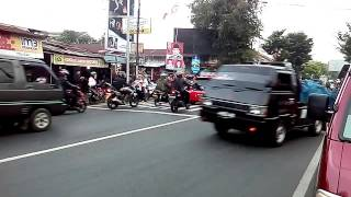 Pengawalan Jokowi yg unik tanpa sirine dan pembukaan jalan berlebihan (Purworejo Jateng)