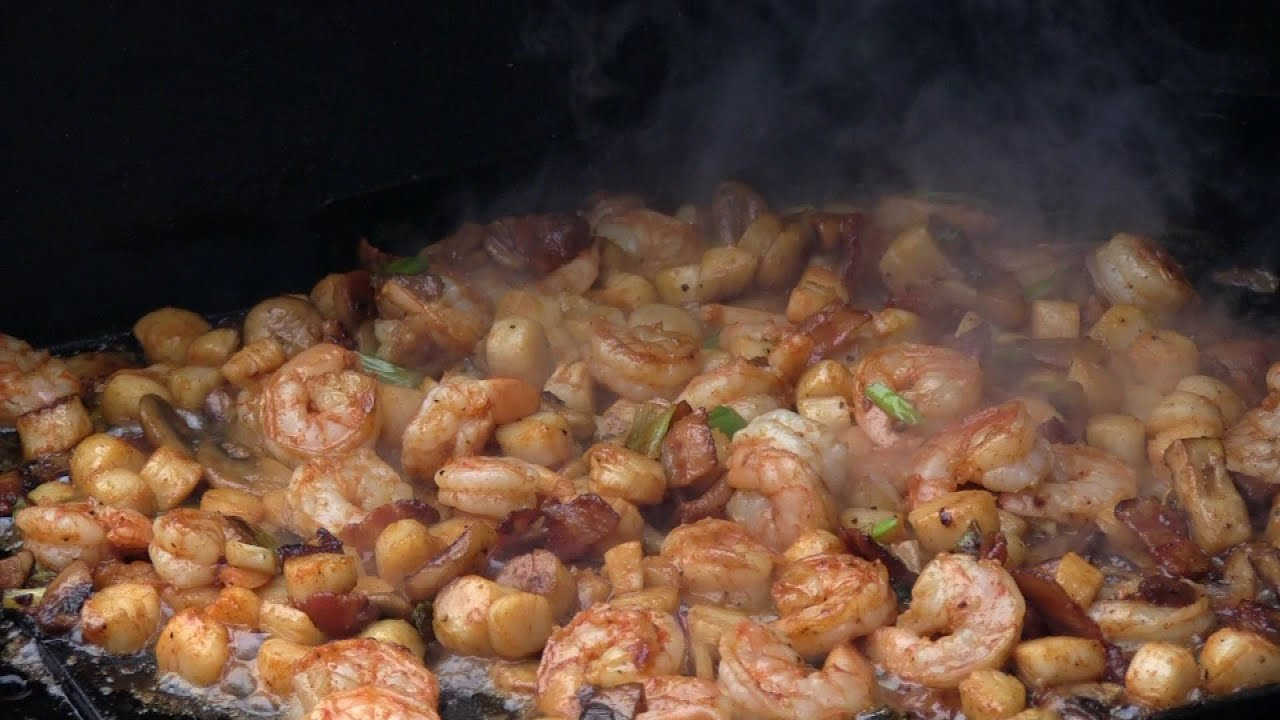 Smokingpit  Cajun Shrimp & Bay Scallops Recipe  Cooked On A Griddle  On A Yoder Ys640  Youtube