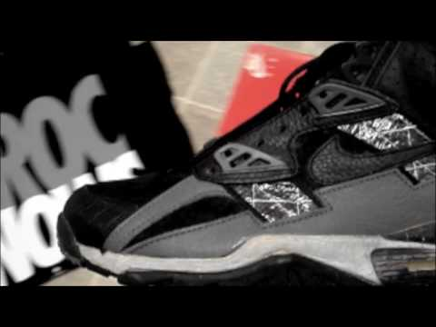 more photos 9fab7 f48c1 Nike Bo Jackson Air Trainer SC 34 Comparison
