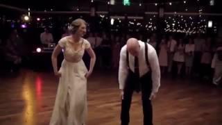 Видео как Отец и дочь зажигают