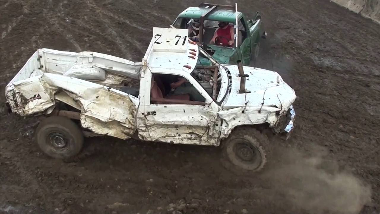 2016 Champaign County Fair Wire Truck Demolition Derby - YouTube