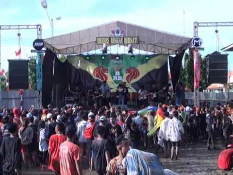 Dhyo haw+inside-Sekeras batu live at B.R.B (BREBES)