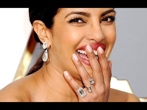 Priyanka Chopra Flaunts Her Engagement Ring Youtube