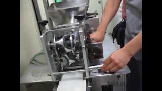 Аппарат для производства пельменей, вареников, мант. Ю.Корея.(Мы снимали пельменный аппарат на производстве в Корее. Аппарату больше 10 лет. Обратите внимание на его сост..., 2014-09-24T23:24:40.000Z)