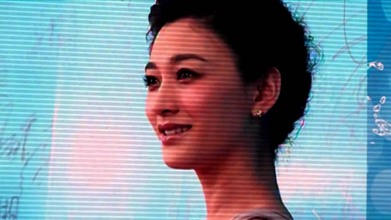 [HD]2011搜狐夏季電視劇盛典 李小冉走紅地毯 提及好友鍾漢良 - YouTube