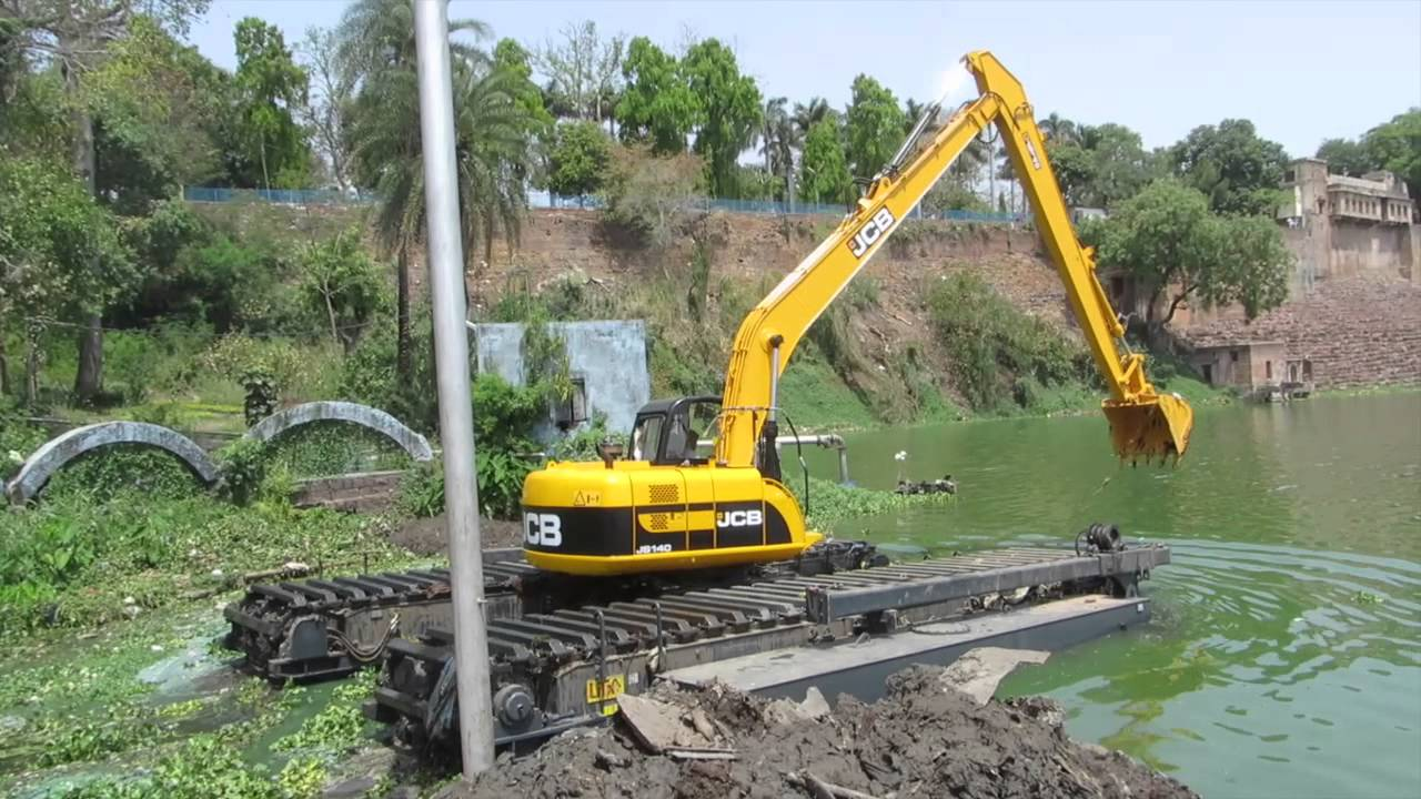Cleantec Infra Amphibious Excavator Desilting Upper And Lower Lakes Of Bhopal Youtube